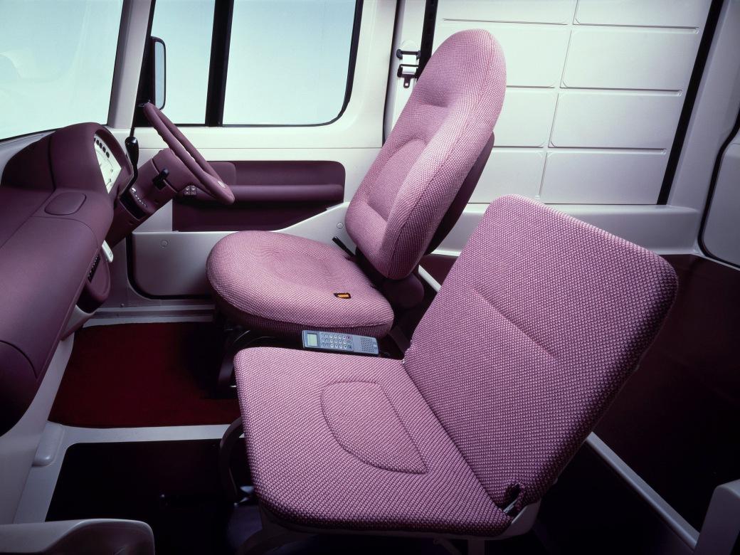 1989-Nissan-Chapeau-Concept-Interior-02